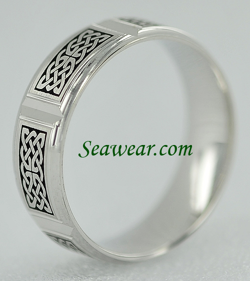 edge view Celtic knot panel wedding band