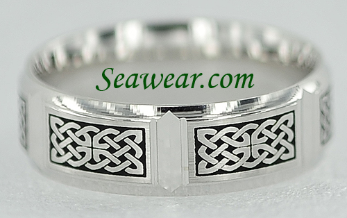 bevel view of Celtic knot panel wedding band