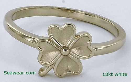 18kt white gold four leaf clover ring