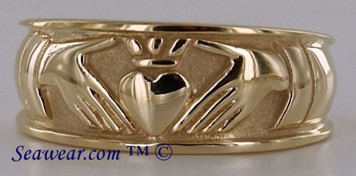 ladies Claddagh wedding ring 14kt yellow gold